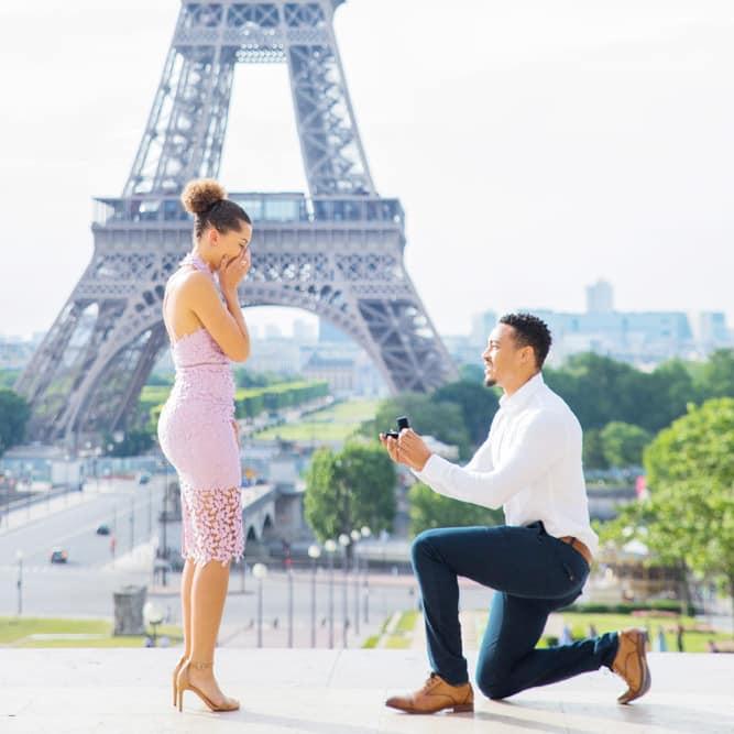 Paris-eiffel-tower-surprise-proposal-engagement-photo-session-photographer-france