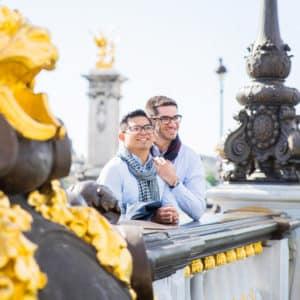 Paris-photo-session-photographer-france-engagement-gay-friendly-LGBT-alexander-III-bridge
