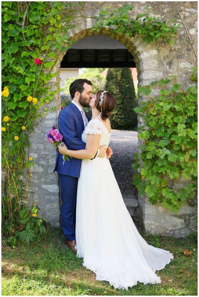 Un mariage intime et décontracté dans le jardin familial