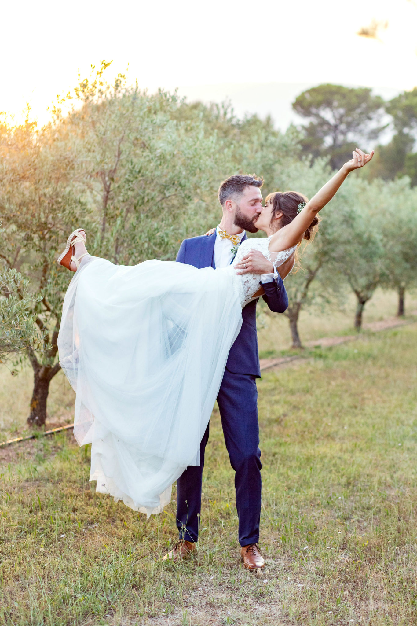 elopement-in-Provence-lavander-intimate-wedding-ceremony-Marie-Calfopoulos-Photography